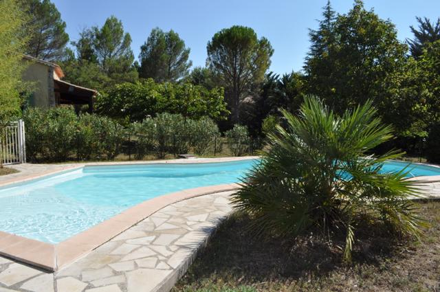 Secured Family Holidays Home with private garden & pool in a quiet area, holiday rental in Var