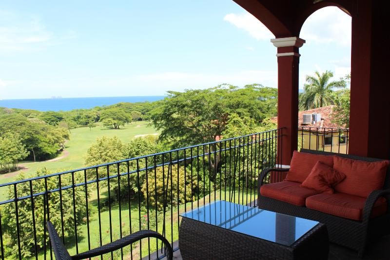 Incredible Penthouse at Reserva Conchal with Beautiful Ocean Views!, holiday rental in Huacas
