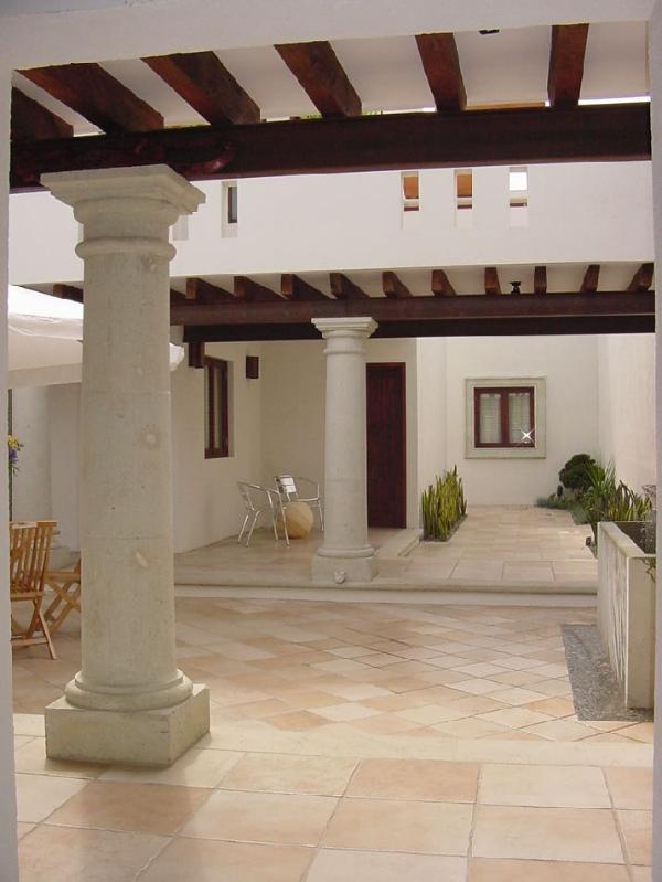 espacios con mucha iluminación y estilo colonial