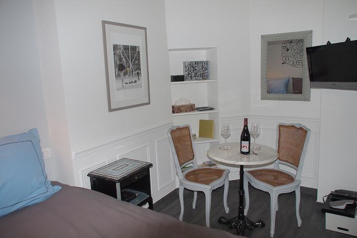 Sitting area with café table and TV