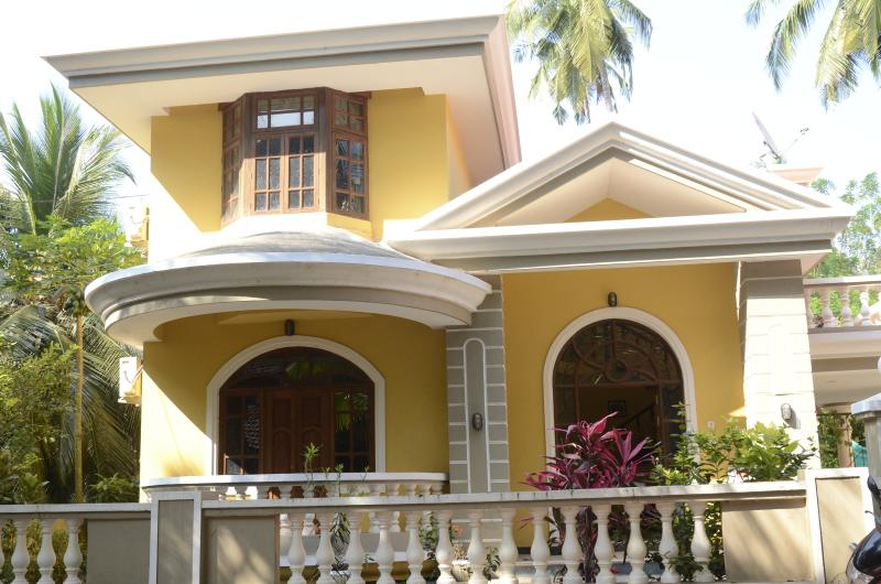 Manjula Villa situated in a quiet, tree lined street in Colva, Goa. Sleeps 7 people.