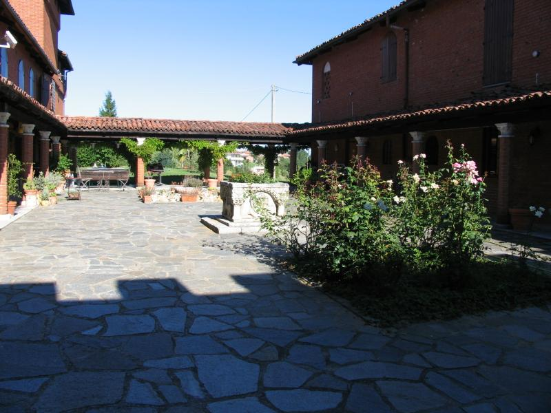 Tenuta Morgnano / apartment, holiday rental in San Damiano d'Asti