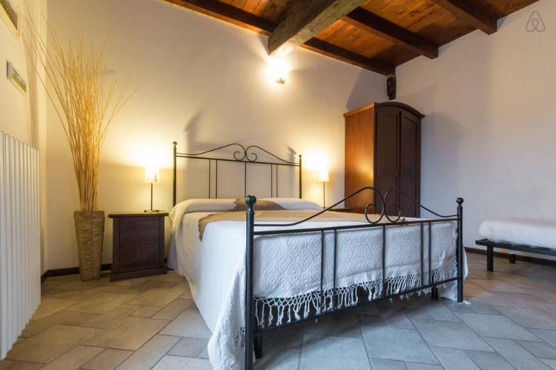 Borgo Vecchio: I girasoli apartment, vacation rental in Crescentino