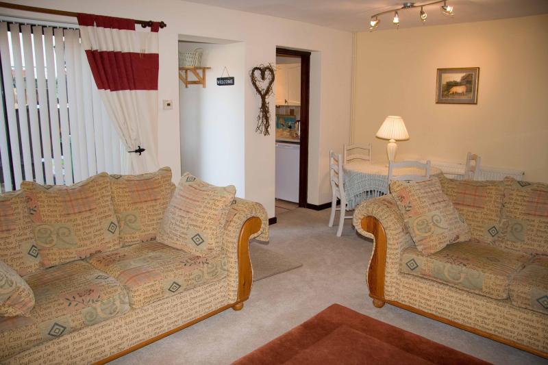 LILYDALE LUXURY COTTAGE/ TEWKESBURY TOWN /COVID DEEP CLEAN*****, vacation rental in Tewkesbury
