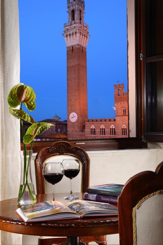 Desfrute a sensação toscana enquanto bebe um copo de Brunello.