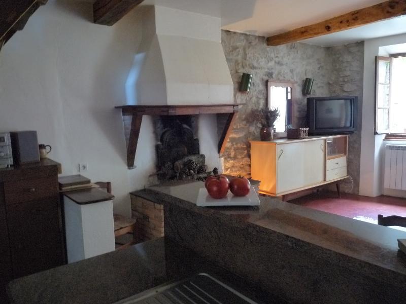 L'Oustalet des Corbieres, holiday rental in Fontjoncouse