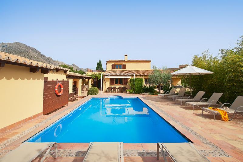 Villa Magraner - walking distance to Puerto Pollensa town and beach.