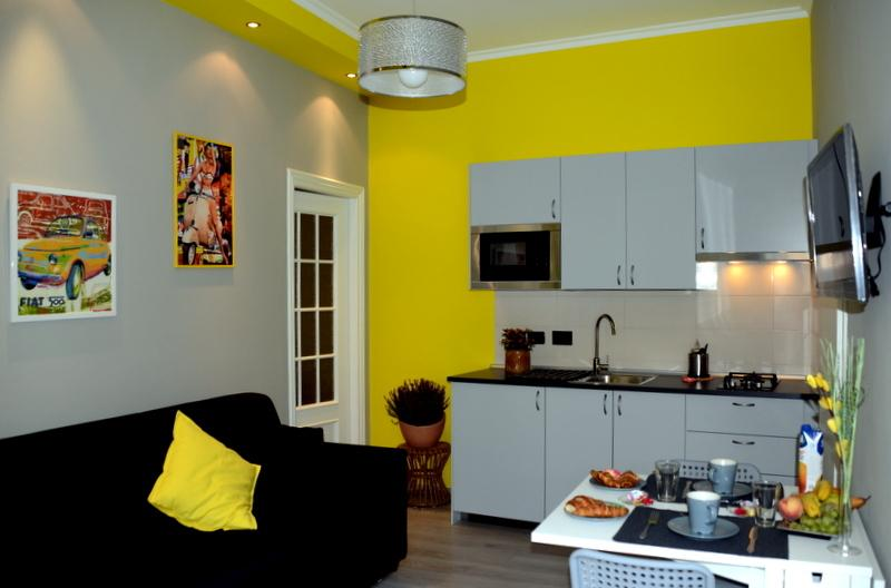 Turin Yellow Apartment - Mole Anton., holiday rental in Nichelino