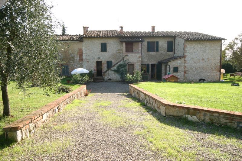appartamenti in un tipico casale toscano, holiday rental in Montecchio