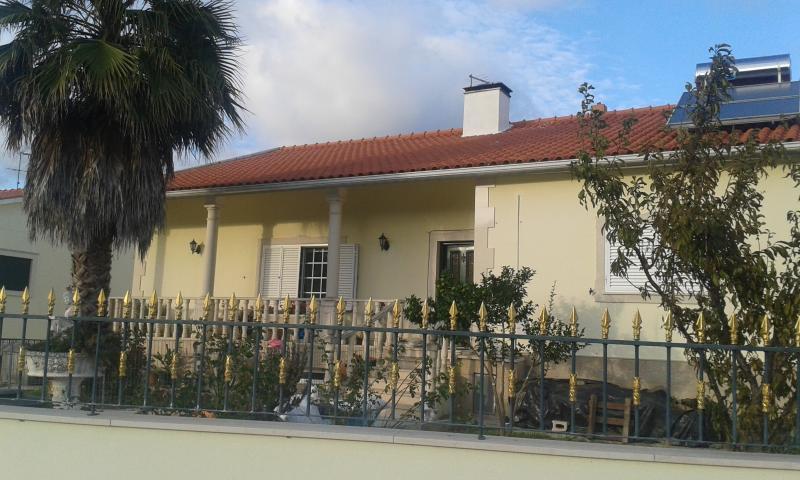Cister Aparts C/Studios,completos,perto do centro mas na zona rural muito calma, alquiler vacacional en Turquel