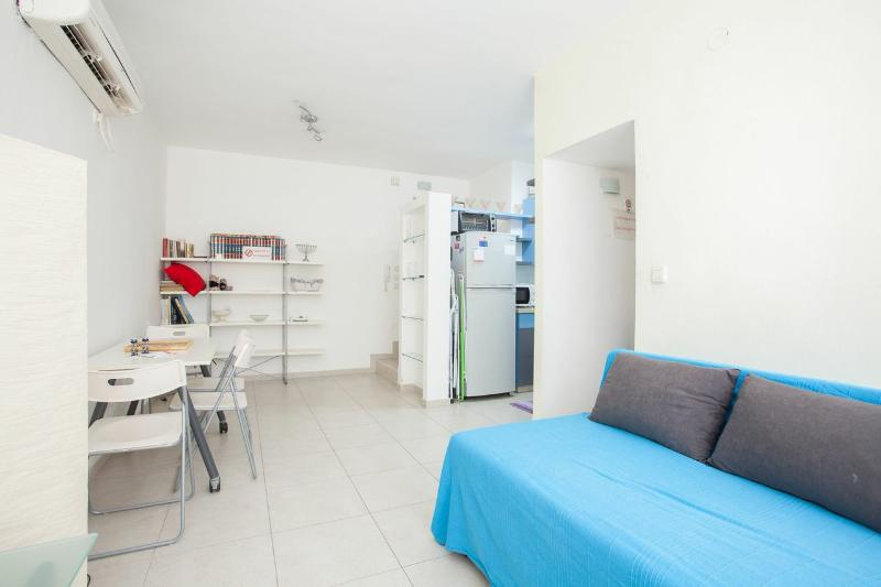 1 bedroom apartment- Raanana center # 21, alquiler de vacaciones en Kfar Saba