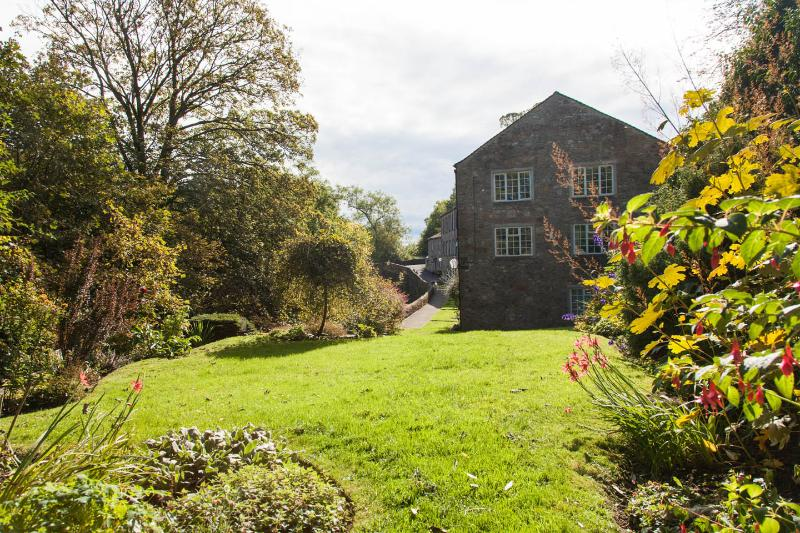 Tranquil riverside apartment in beautiful Malhamdale
