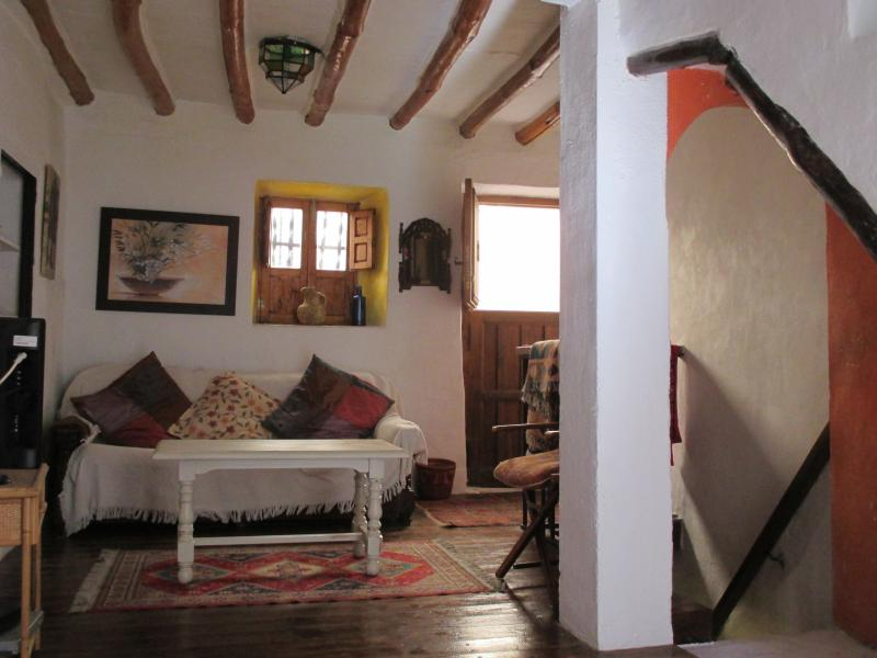 Authentic Village House near Granada in foothills of Sierra Nevada Mountains, vacation rental in Huetor Santillan