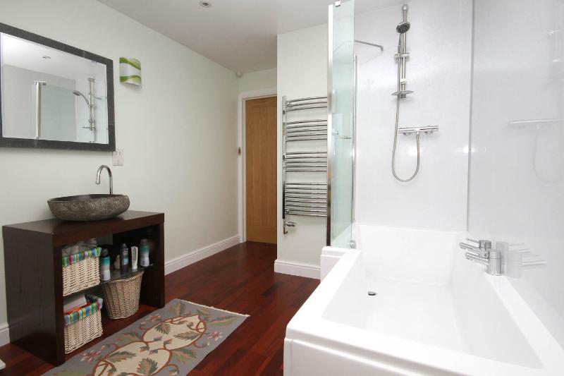Family bathroom. Large towel rail.