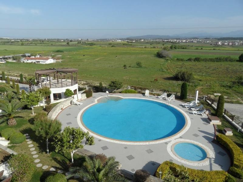 What a fantastic view! Pool, sun terrace and view over open farmland