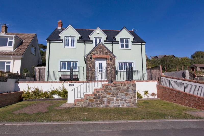 Beautiful 4 bedroom property, built 2011, lovely sea views, just graded as 4* with Visit Wales