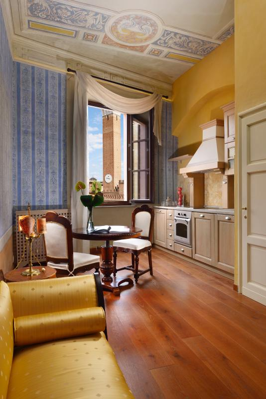Comedor / sala de estar y la marca básica esquina cocina nueva