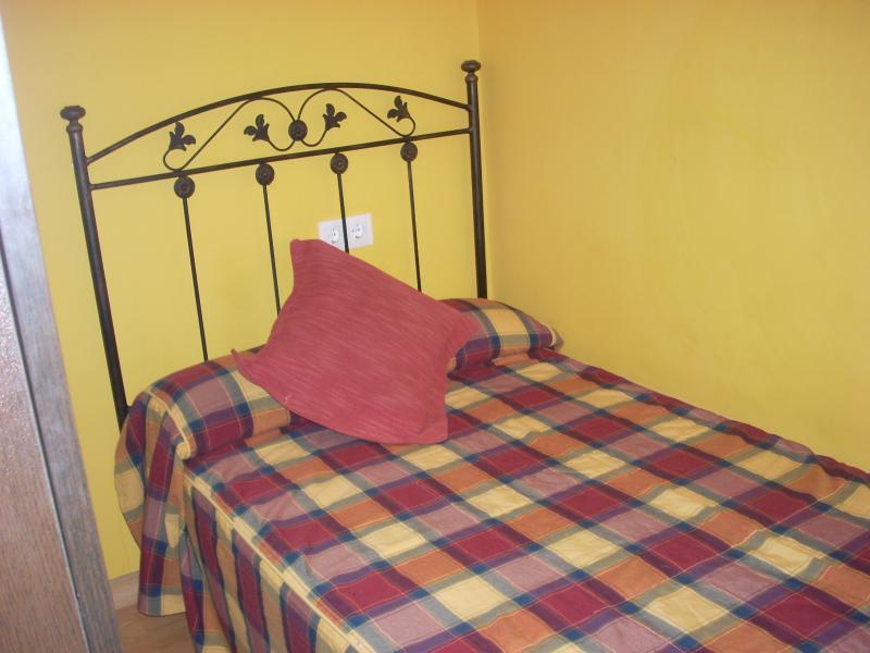 Apartamento junto al centro de Oviedo, aluguéis de temporada em Las Regueras Municipality