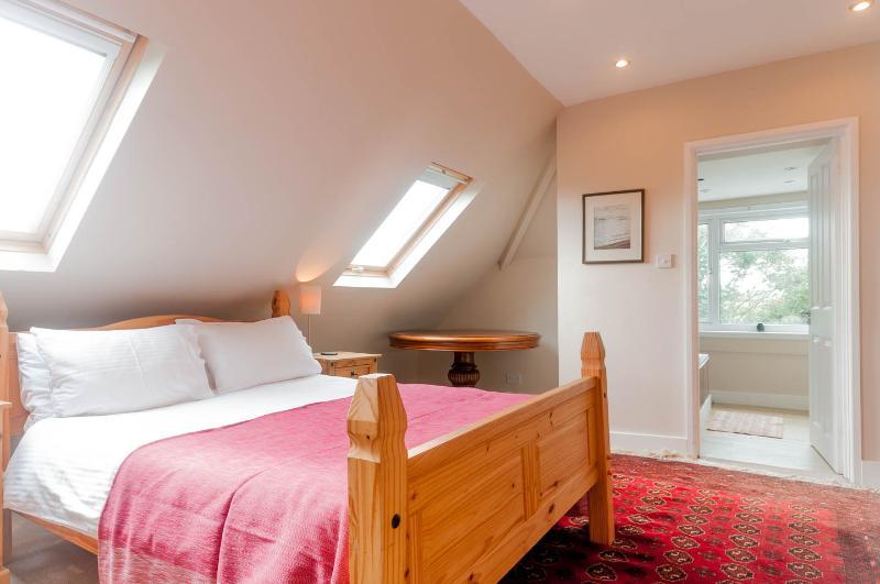 Habitación doble primera planta con vistas al mar y del moorland y cuarto de baño