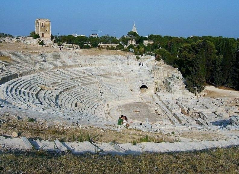 Siracusa  Il Parco Archeologico della Neapolis: 73 km Da Milo