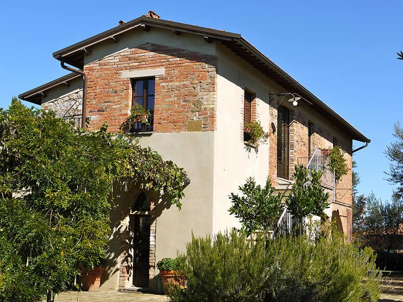 5 bedrooms villa in Val d'Orcia. Private pool & WiFi in the Castelmuzio village!, location de vacances à Castelmuzio
