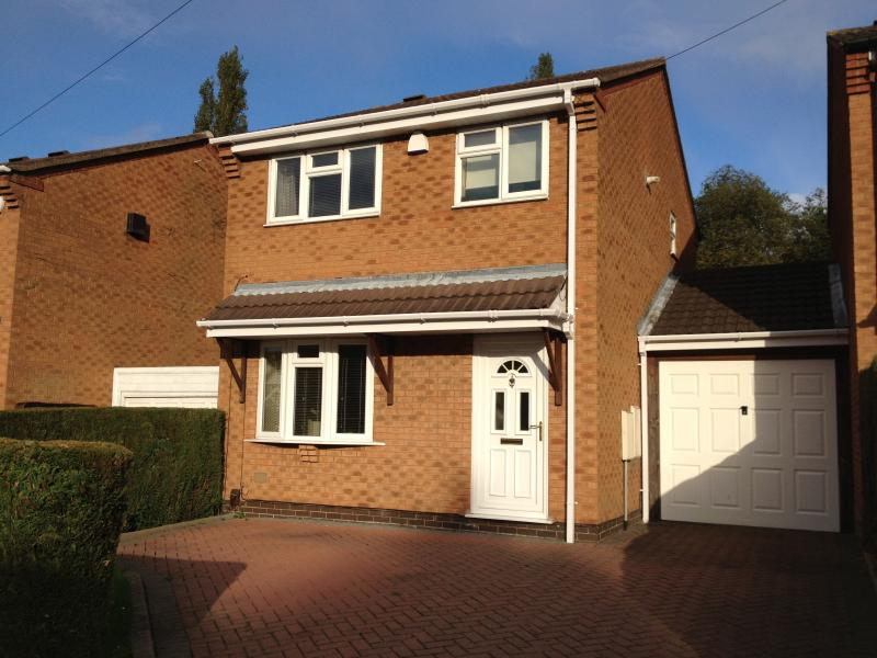 Comfy 3 Bed Detached Modern House Birmingham UK, location de vacances à Olton