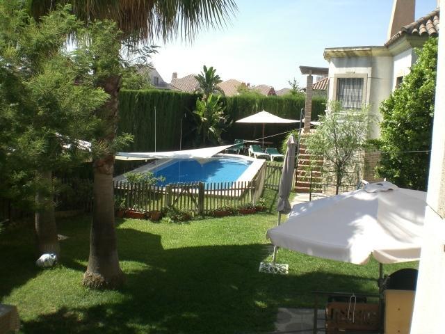 Chalet de lujo con piscina en sevilla almensilla for Alquiler vacacional sevilla piscina