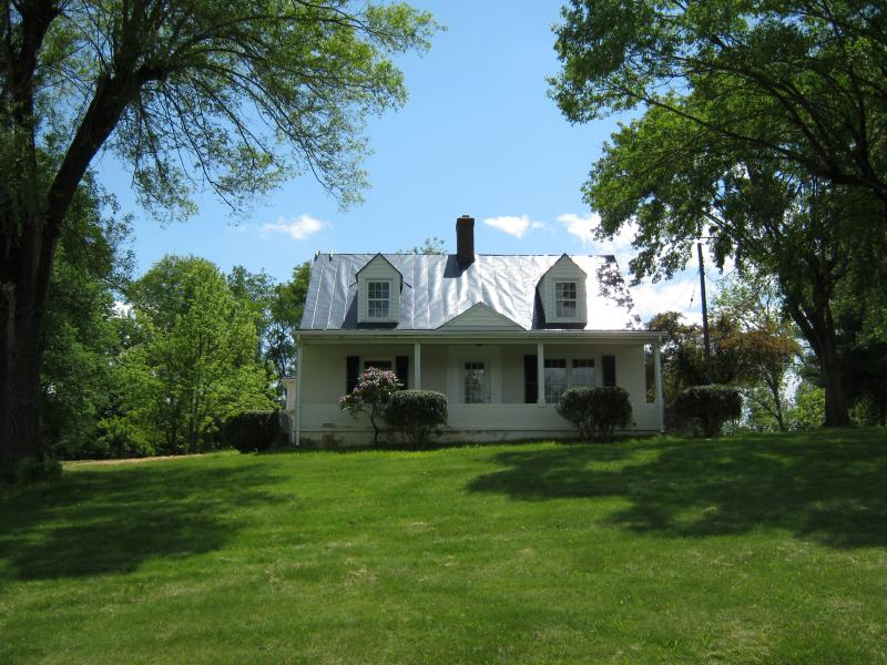 Carol's Cottage. 3 miles from Lexington!, holiday rental in Natural Bridge Station