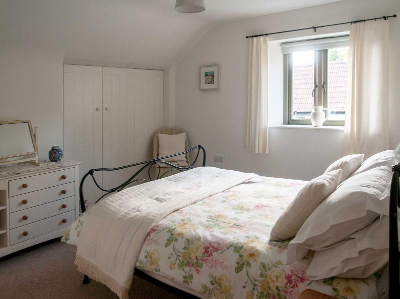 Double bedroom with large wardrobe, ideal for storing luggage.