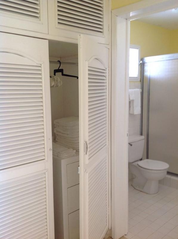 Full bathroom, plus lots of storage