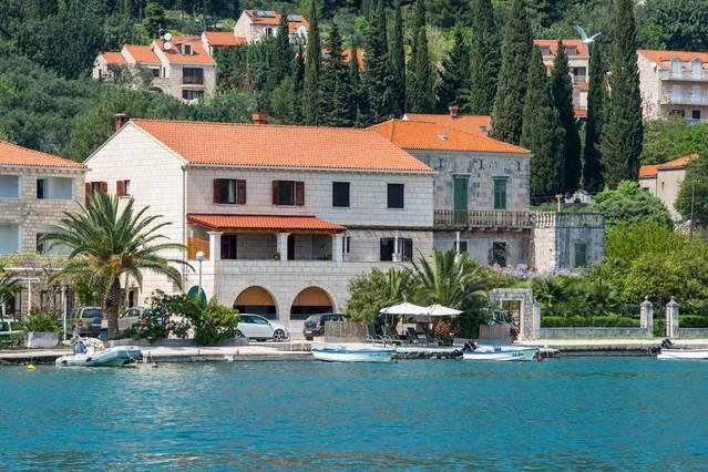 Adria Dubrovnik, entire Villa with 4 luxury Suites and private beach, alquiler vacacional en Zaton