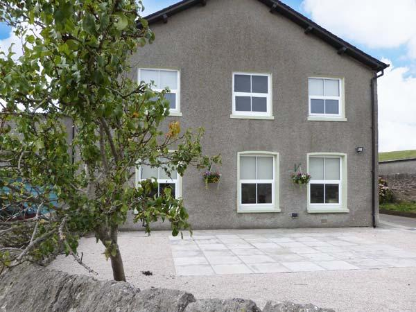OUTERTHWAITE COTTAGE, on working farm, country views, well-equipped, holiday rental in Cark