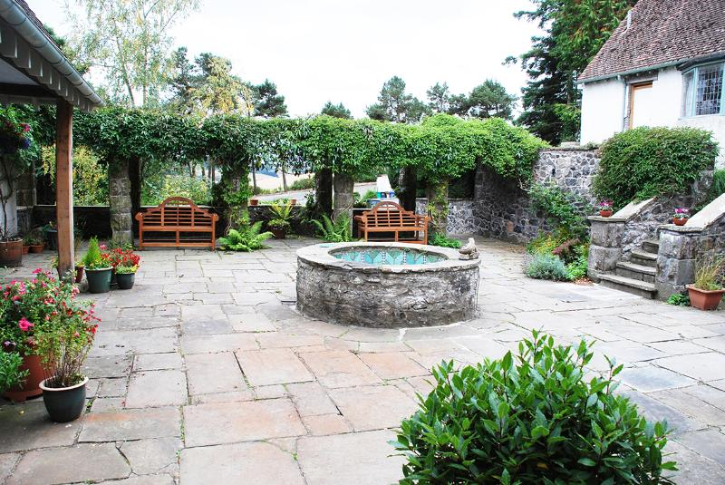 The courtyard is part of the 'B' Listed property