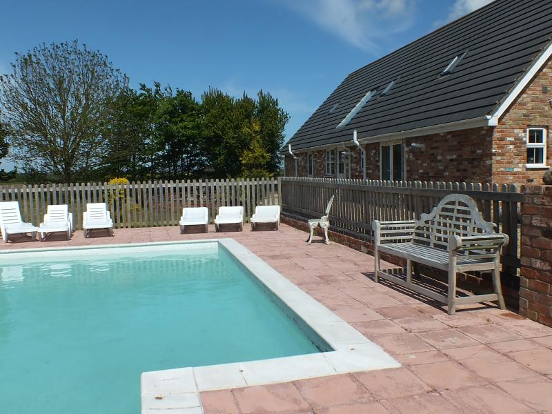 Beautiful tranquil place 2miles from Town and 7 miles to the sandy beaches sleeps 6 Adults
