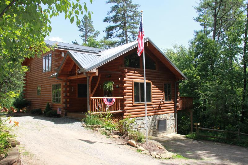 Timber Hollow, 2 master suites on a buffalo ranch!, holiday rental in Clyde