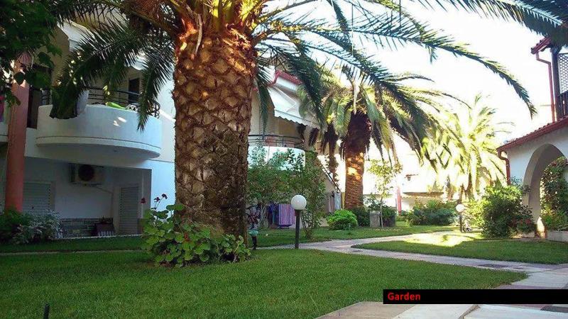 Pefkohori apartment - 2 bedrooms, holiday rental in Kassandra