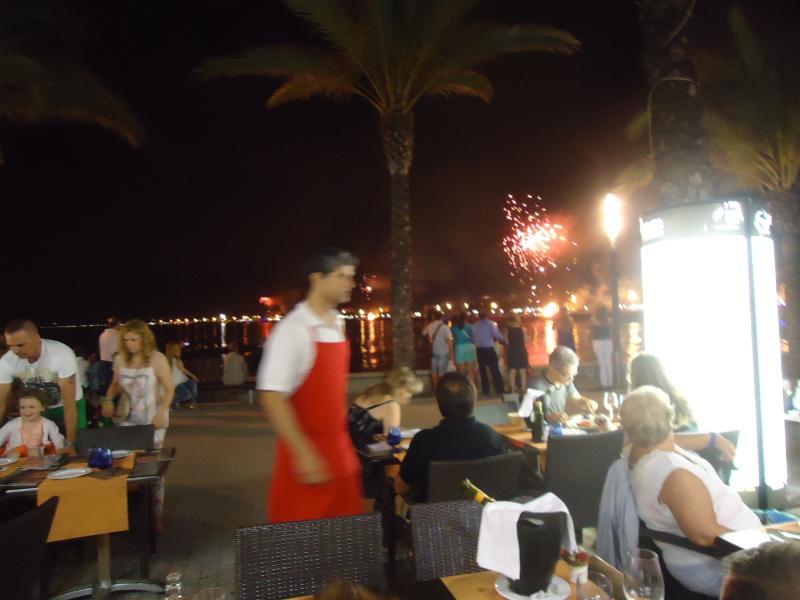 Los restaurantes en la playa, a 5 minutos a pie del apartamento