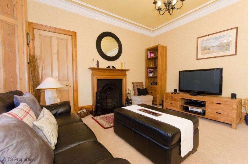 Perth Holiday Home - Lounge