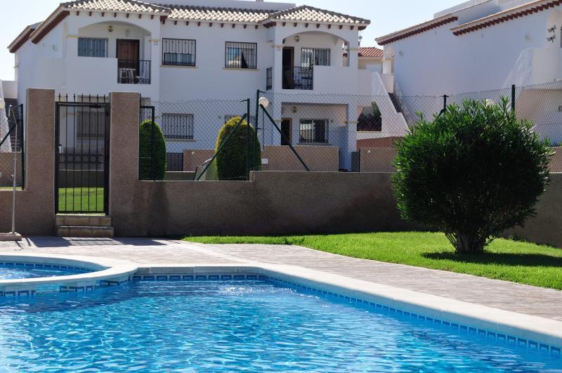 2 bedroom Apartment, La Cinuelica, Alicante, holiday rental in Punta Prima