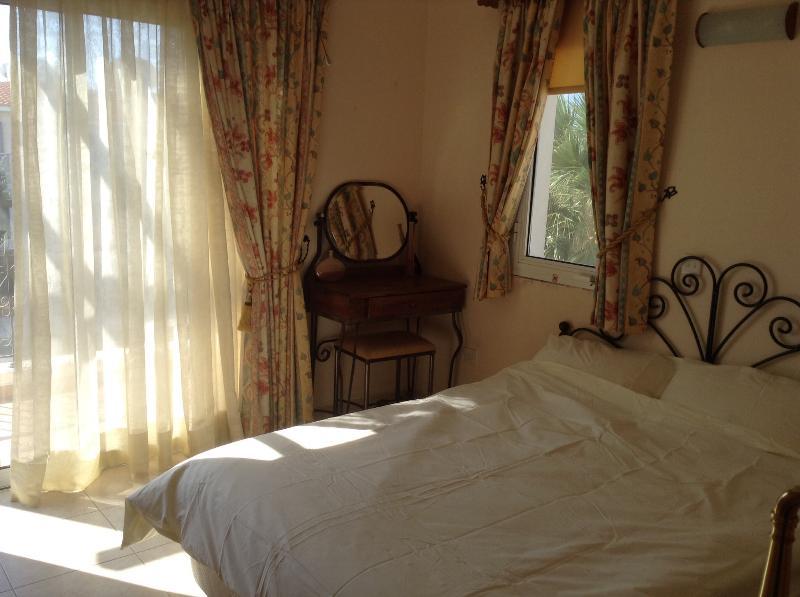 Chambre à coucher avant