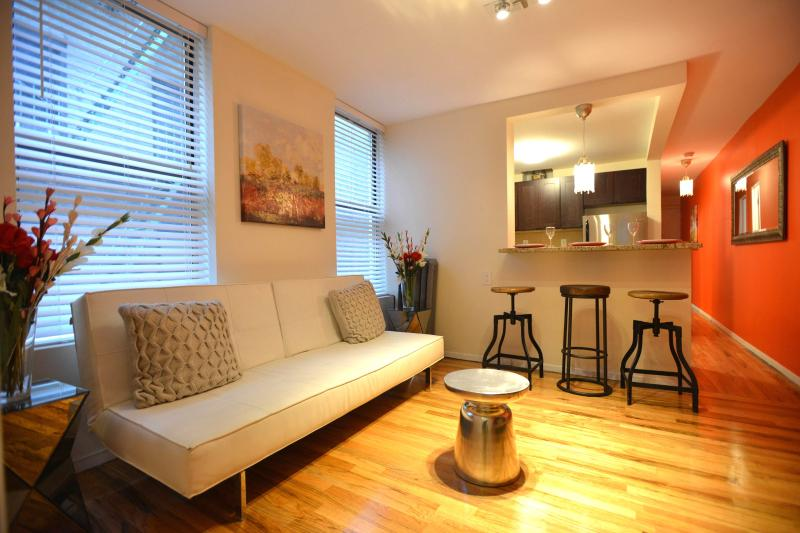 lovely 2 bedroom apartment 15min times square has internet access