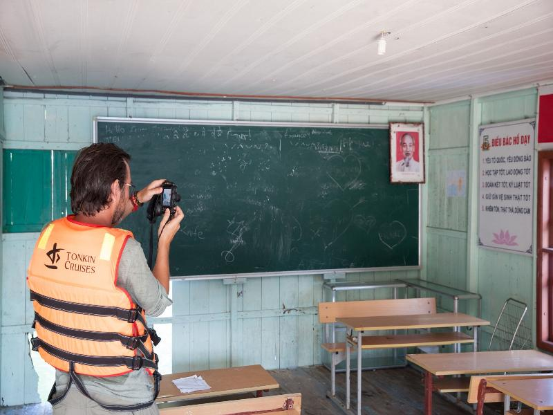 Croisière de la baie de jardin - tonkincruise-Vung Vieng village-école de pêche