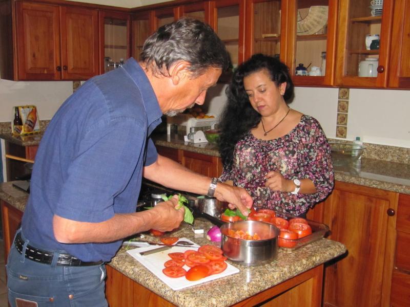 Cocinar nuestro menú favorito en compañia de la familia o los amigos, una experiencia única !