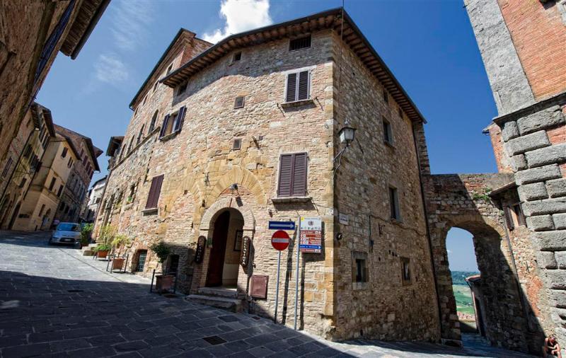 Camera Matrimoniale con Bagno VISTA PANORAMICA, holiday rental in Castelmuzio