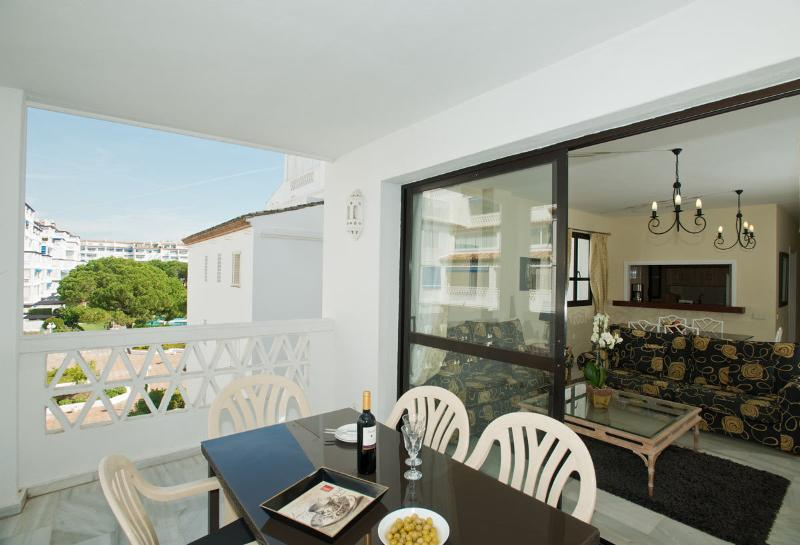Al-Fresco dining for six People on a large spacious balcony.