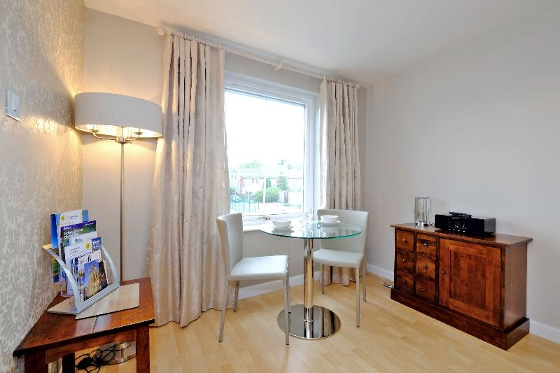 Fonthill Luxury Apartment - quiet central area with free parking, Ferienwohnung in Aberdeen