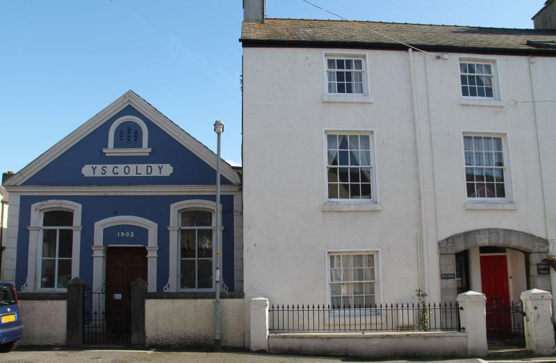 Ty Capel, Beaumaris, holiday rental in Beaumaris