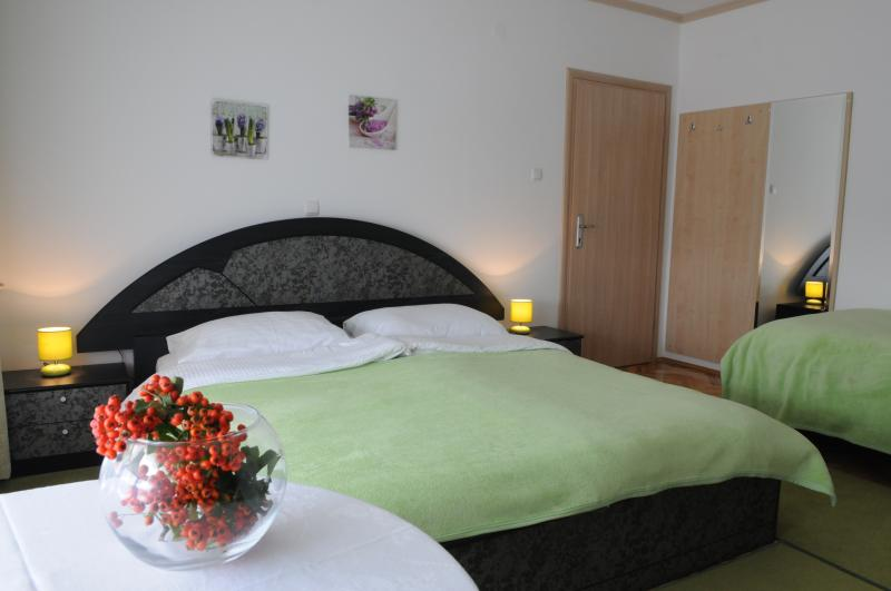 Stella  Rooms  Bed and Breakfast - Bedroom 1 - Ana, location de vacances à Sveti Ivan Zelina
