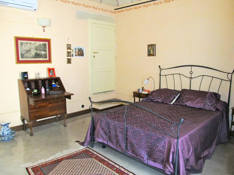 Cozy Apartment between sea and olives in Salento, holiday rental in Sternatia