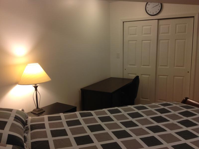 Queens bed room
